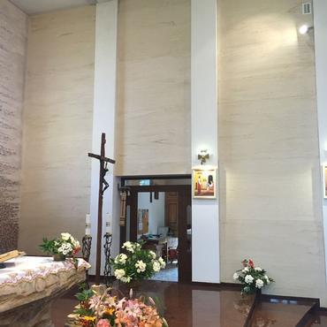 PANELS – CHURCH WITH TRAVERTINE DESIGN